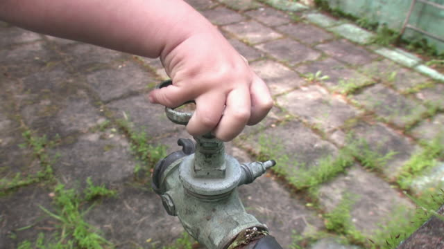 Child is turning  old copper valve HD