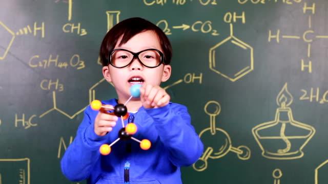 Kind lernen Chemie