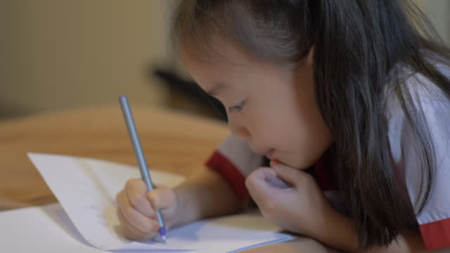 Children learn to write.