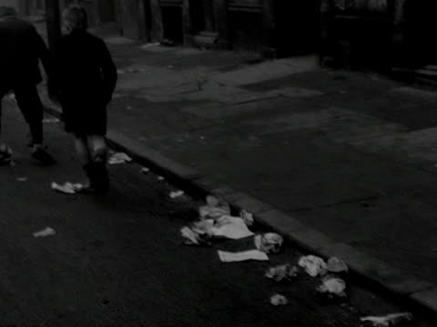 Children play on the streets of the Gorbals