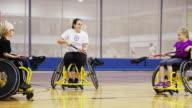 I bambini giocano sedia a rotelle Lacrosse