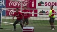 Chile reconstruye su defensa para enfrentar a la tromba Argentina liderada por el astro Lionel Messi el sabado en la final de la Copa America