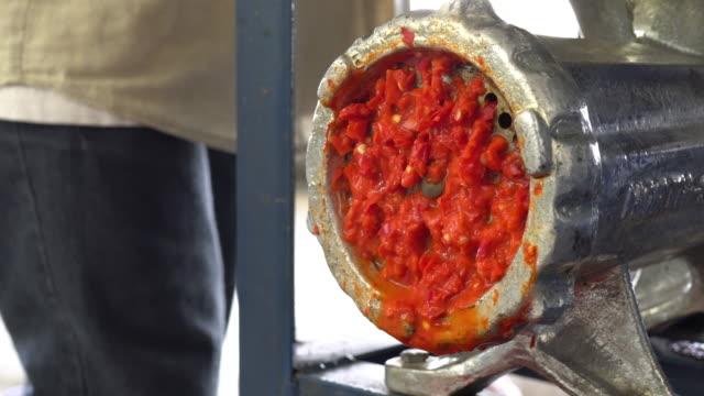 Spaanse peper molen met machine