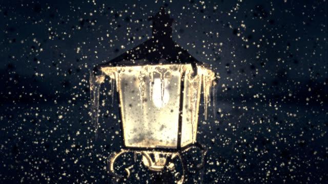 Weihnachten Lampen in fallenden snowflaks