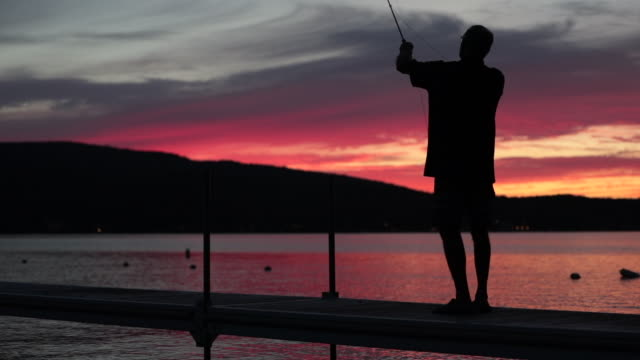 Cinemagraph Man fiskare vid solnedgången