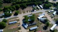 Cirkelen of Orbiting rond totaal vernietiging Orkaan Harvey rampenstreek in La Grange, Texas kleine stad Gulf Coast schade zone van stormen zondvloed wateren langs de Colorado rivier