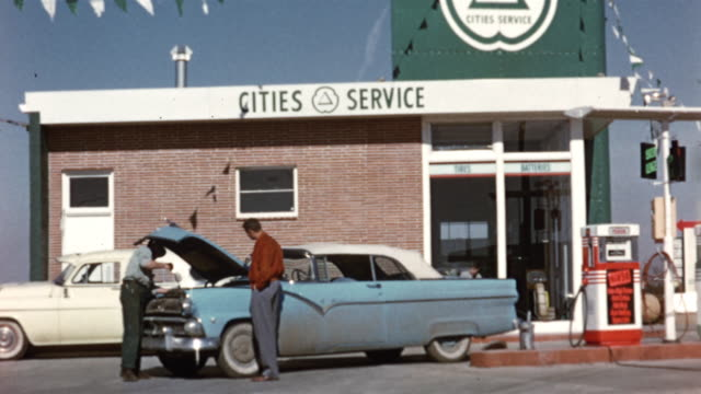1956 WS Cities Service gas station, car getting serviced / USA