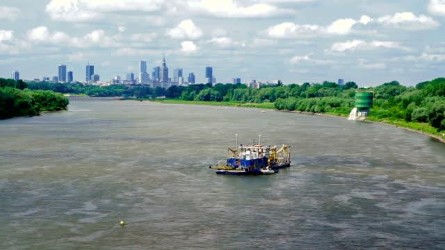 Blick auf die Stadt und den Fluss