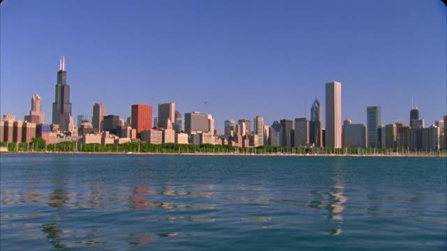 MS, Cityscape by lake, Chicago, Illinois, USA