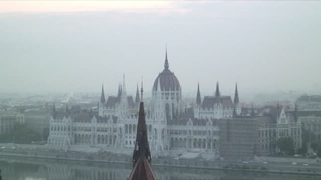 WS ZO HA Cityscape with Hungarian Parliament building across Danube River, Budapest, Hungary