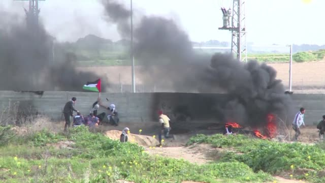 Clashes between Palestinans and Israeli security forces erupted on Friday near the Nahal Oz crossing between Israel and the Gaza Strip