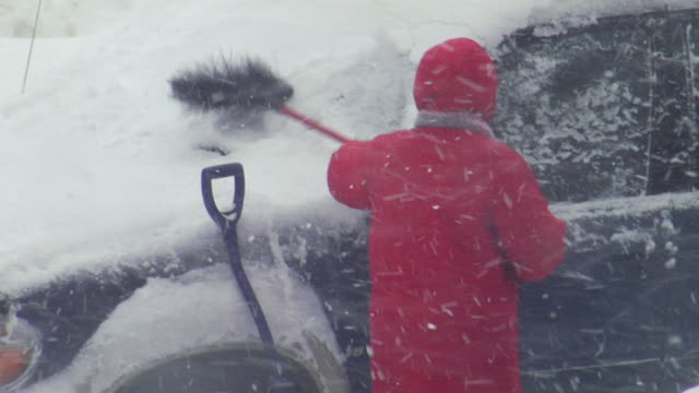 MS PAN SLOMO Clearing snow from blizzard / Baltimore, Maryland, USA
