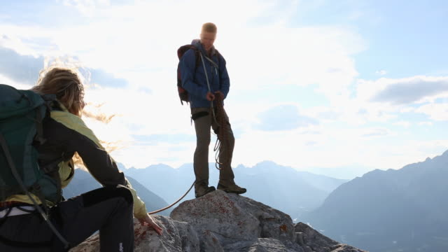 Climber belays teammate to mtn summit