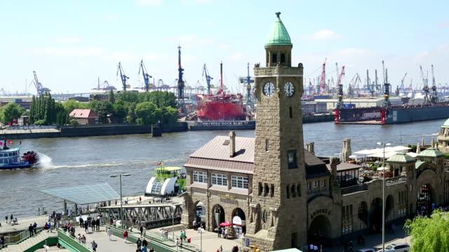 Clock Tower und Shipyard, der Hamburger Hafen
