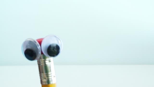 Close Puppet Pen