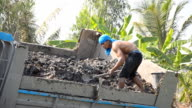 close up : man attempt to dig soil