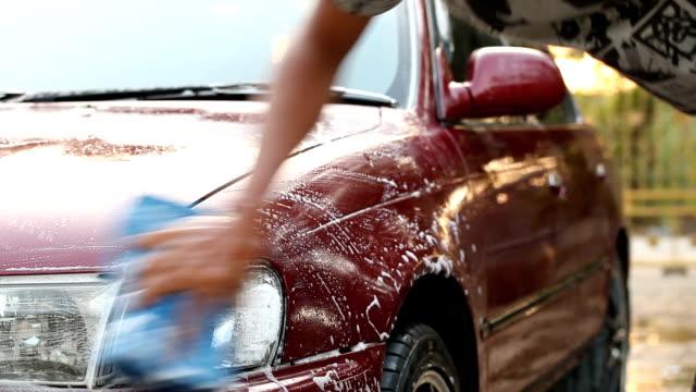 Close-up van de Hand wassen auto