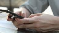 Nahaufnahme einer Frau mit Mobile Smartphone