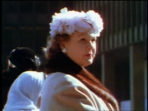 1957 close up woman in hat + fur-collared coat outdoors / feature