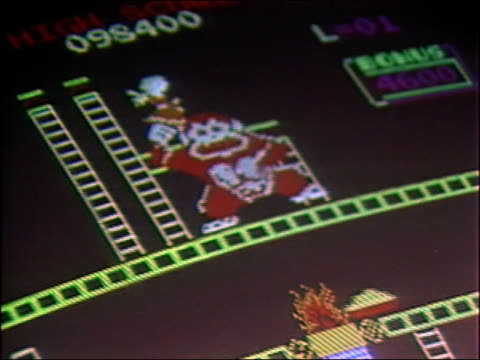 1981 close up zoom out 'Donkey Kong' arcade video game screen / AUDIO
