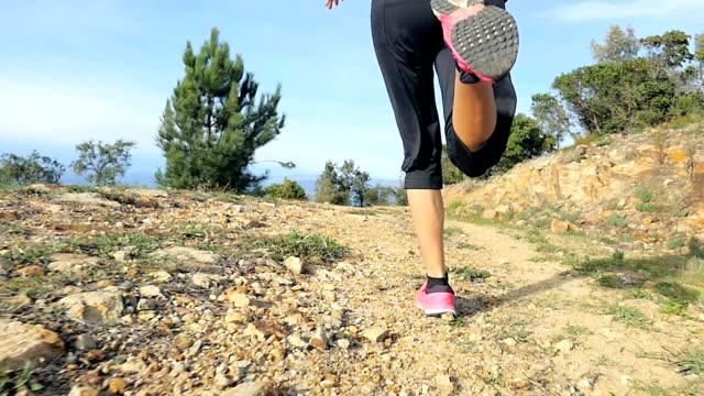 Primo piano di donna che corrono