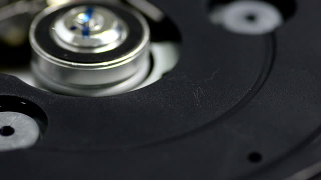 close-up panning: inside of CD-ROM drive