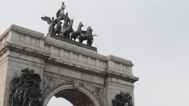 Closeup shot of Brooklyn's Grand Army Plaza - 4k