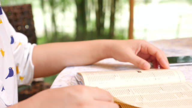 Close-up: young woman student relaxing reading a book