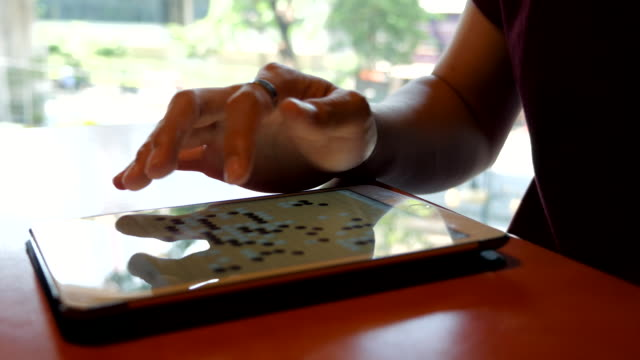 Close-up:playing weir with Artificial Intelligence