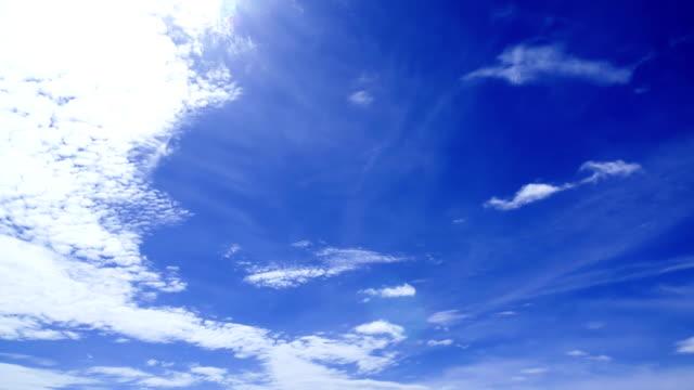 Cloud verplaatsen in zomertijd, mooie wolk lucht verplaatsen, time-lapse 4K video