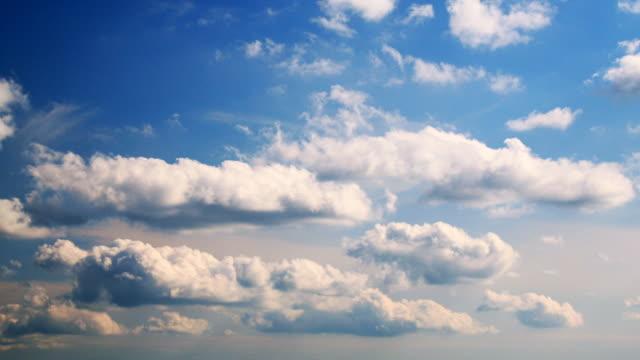 Wolken. Reinigen. HQ 1080 P RGB-FARBRAUM 4:4: 4