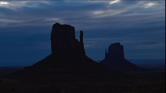 WS T/L Clouds moving over mesas in landscape at dawn / Monument Valley, Utah, USA