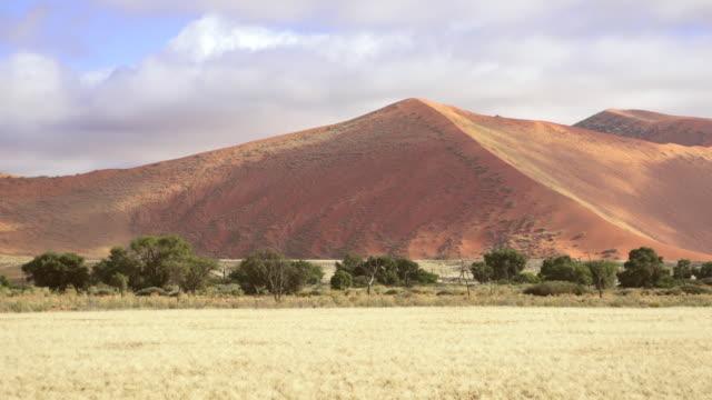 WS Clouds rolling over kulala dunes / Sossusvlei, Hardap, Namibi