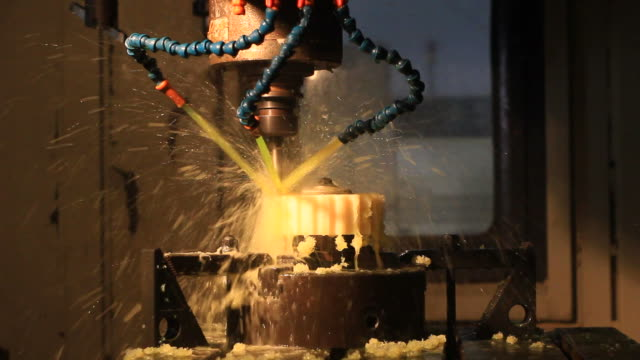 HD : Cnc Machine With Coolant Spray
