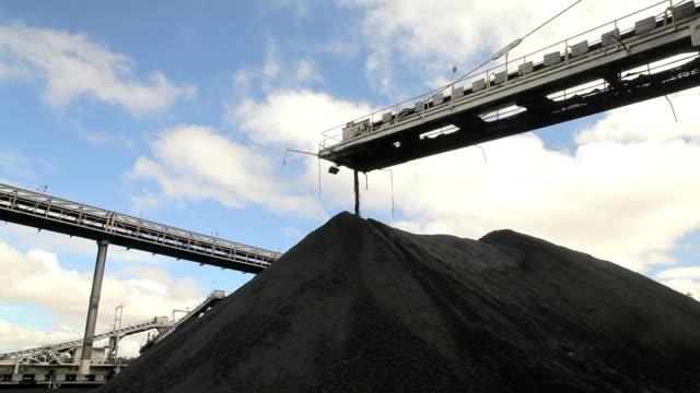 Coal conveyor and stockpile