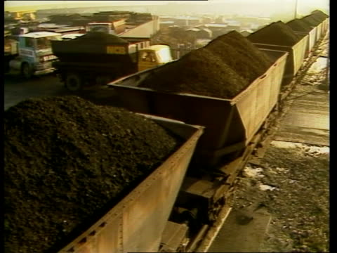 NUM faces splits over overtime ban ULM North Yorkshire Selby Wistow Colliery EXT MS Coal in trucks along MS Ditto TOWARDS LMS Coal yard and trucks