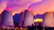 Kohle befeuerte Kraftwerk in der Nacht, Zeitraffer