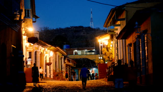 Geplaveide straat 's nachts, Trinidad, Cuba