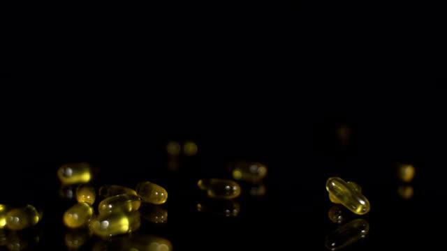 HD-ZEITLUPE: Cod Liver Oil Kapseln