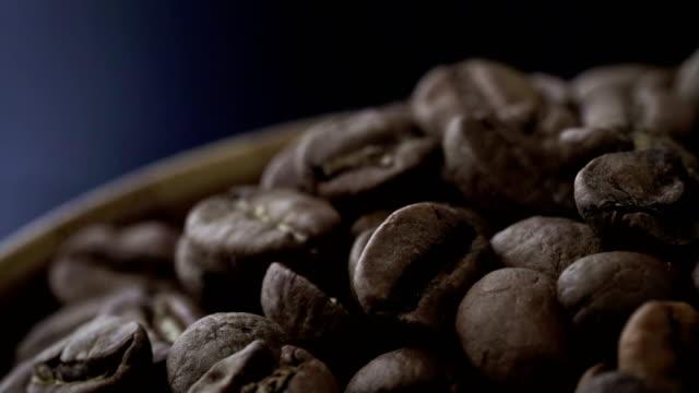 Koffiebonen van 4K op draaitafel