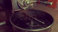 Koffiebranderij machine bij koffiehuis