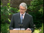 Collection T22069510 22695 John Major resigns Tory leadership London Downing Street garden John Major MP walking along through garden to podium with...