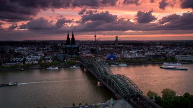 ZEITRAFFER: Köln im Morgengrauen