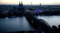 Kölner Dom und Hohenzollernbrücke.