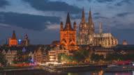Kölner Dom in der Abenddämmerung Zeit