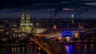 Skyline bei Nacht -, Köln, Deutschland