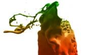 Bunte Farbe splashes in Zeitlupe (Vorschau dunkler als original
