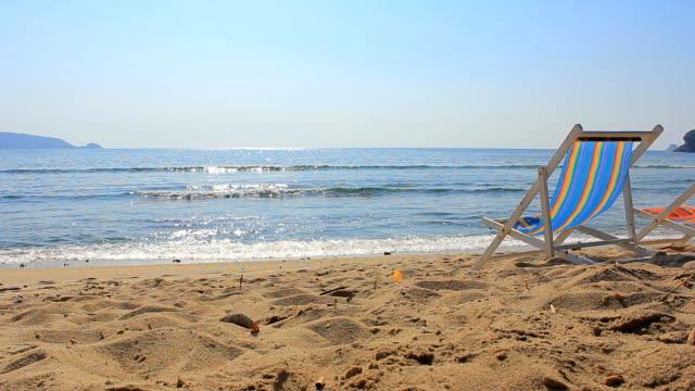 Bunte Stuhl am Sandstrand