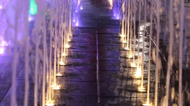Colorato luce di Fontana di notte