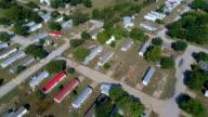 Kleurrijk daken woningen weggewassen en vernietigd in de zone van de overstroomde La Grange, Texas kleine stad Gulf Coast schade van Orkaan Harvey Path of Destruction.